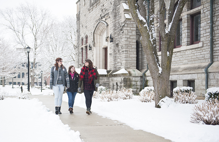 Students walking on Heidelberg campus during winter